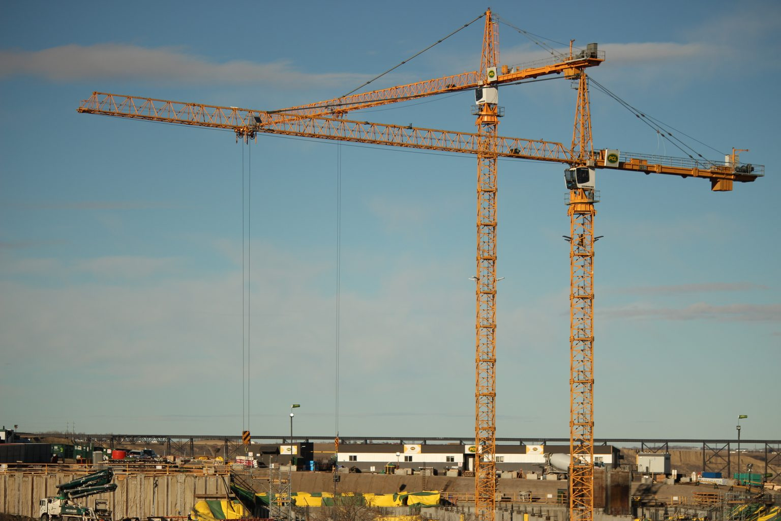 Large Construction Cranes : Construction destination project